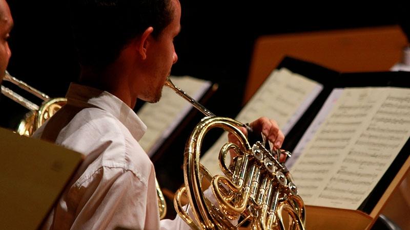 c31ef48dc3 2008 - Fundação da Associação e Amigos das Orquestras Juvenis e Infantis do  NEOJIBA (AOJIN)
